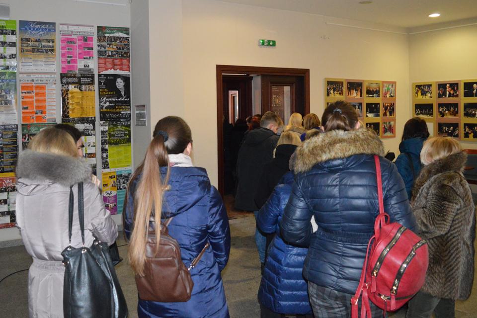M. Mikutavičiaus koncertas: eilės lyg sovietmečiu