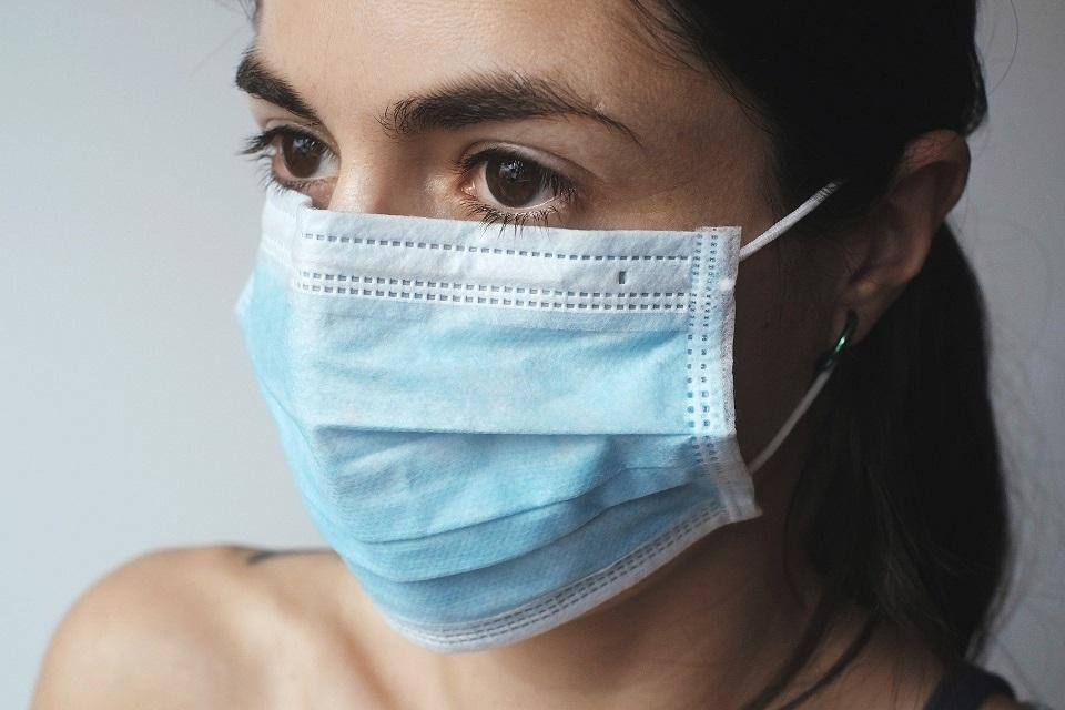 Vaistininkas pataria, kaip teisingai dėvėti kaukes