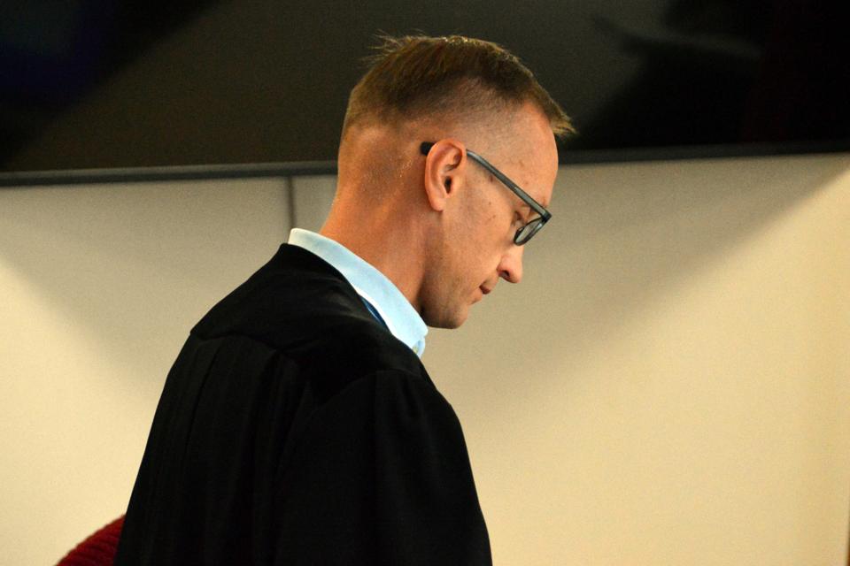 Prokuroras bando skalbti mundurą
