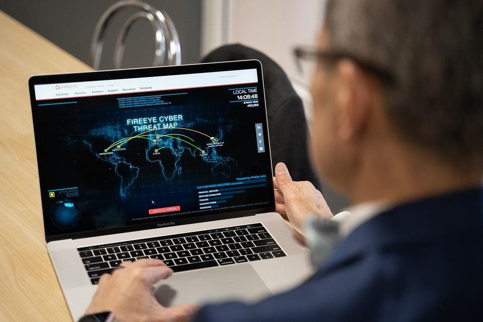 Kibernetinio saugumo mokslų daktaras pataria, kaip apsaugoti duomenis  internete