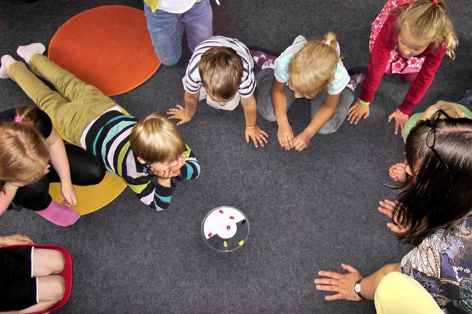 Vaikų globos namų pertvarka: patirtys ir iššūkiai