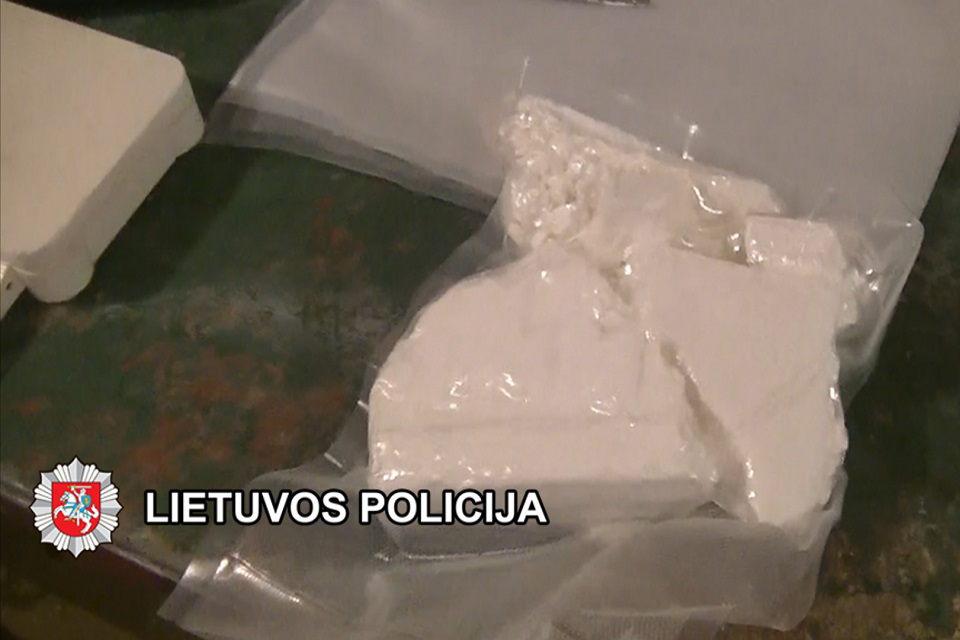 Per kratas rado daugiau kaip kilogramą kokaino