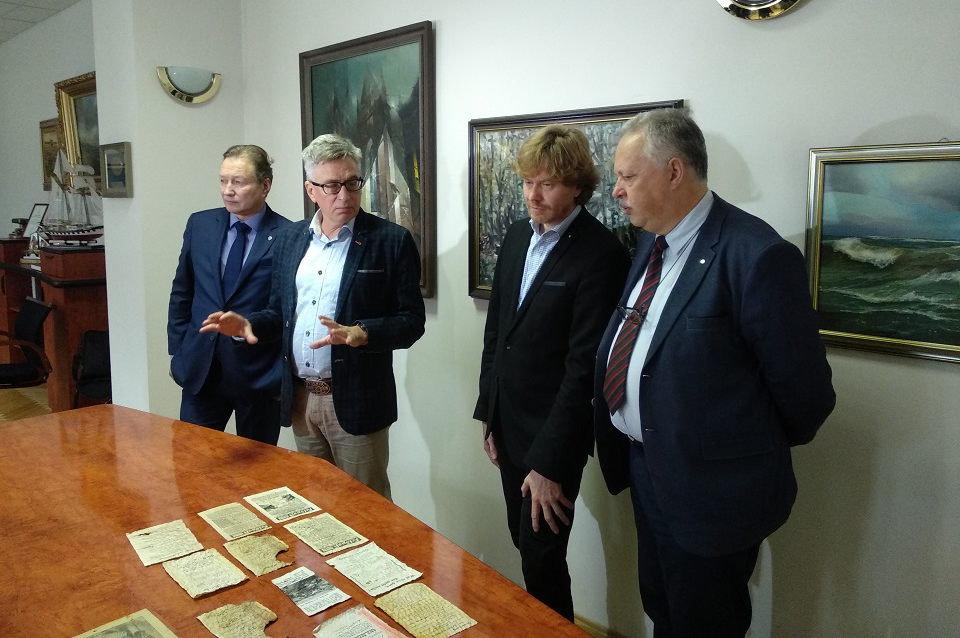 Klaipėdos universitetui padovanojo neįprastą kolekciją