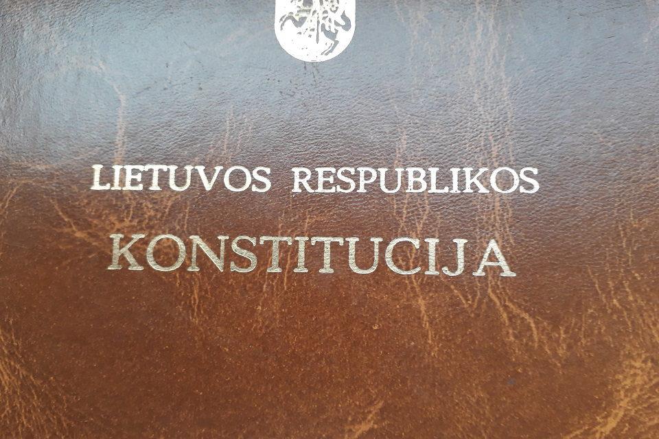 Palikite Konstitucijai apatinius