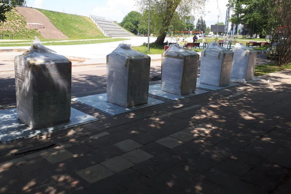 Požeminių konteinerių statybas sutrikdė tarša