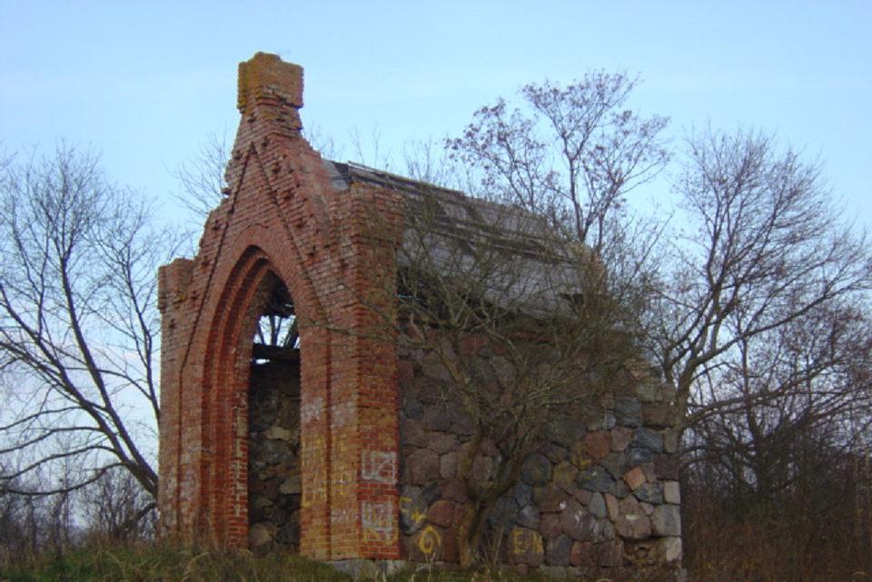 Restauruos masonų koplyčią-mauzoliejų