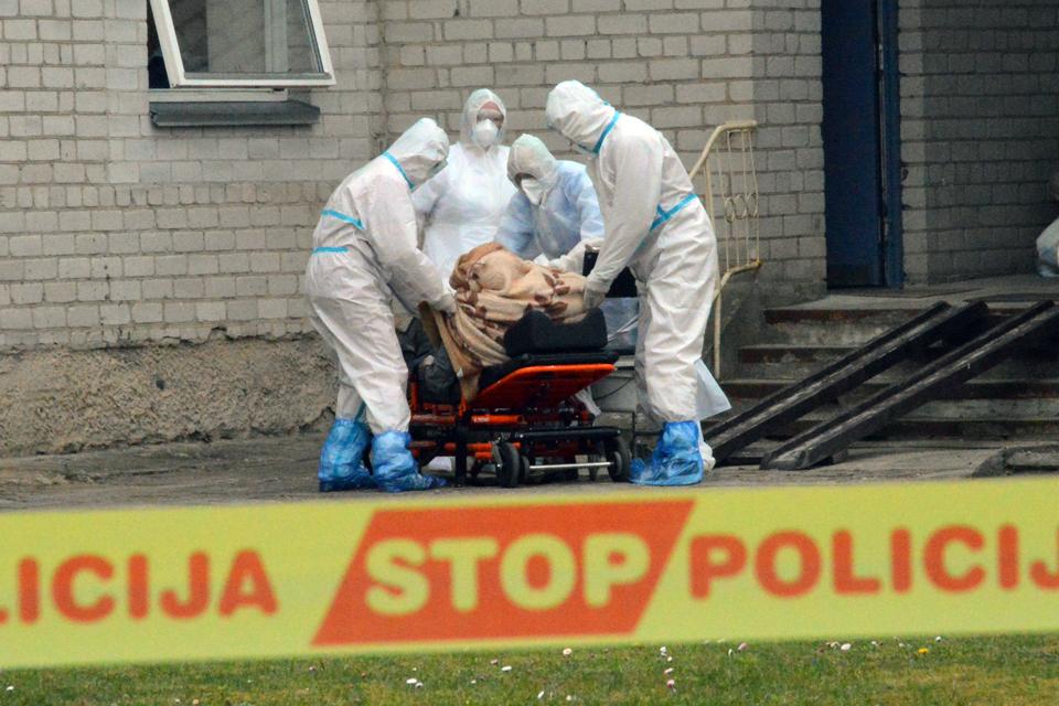 Per parą – 10 naujų koronaviruso atvejų, mirė pranciškonas
