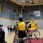 Rungsis neįgaliųjų vežimėliuose sėdintys krepšininkai