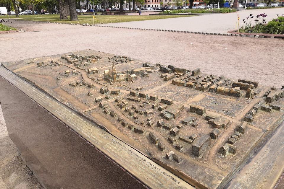 Kretingos Rotušės aikštę papuošė taktilinis žemėlapis