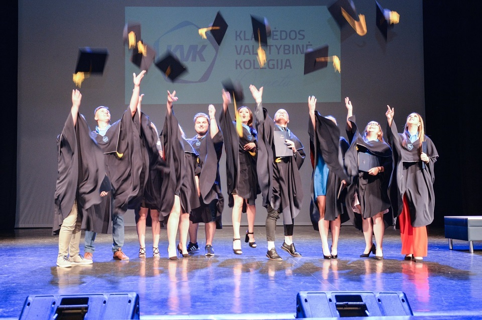 KVK absolventams įteikti diplomai