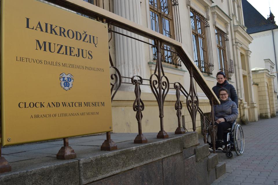 Kokios pramogos prieinamos neįgaliajam?