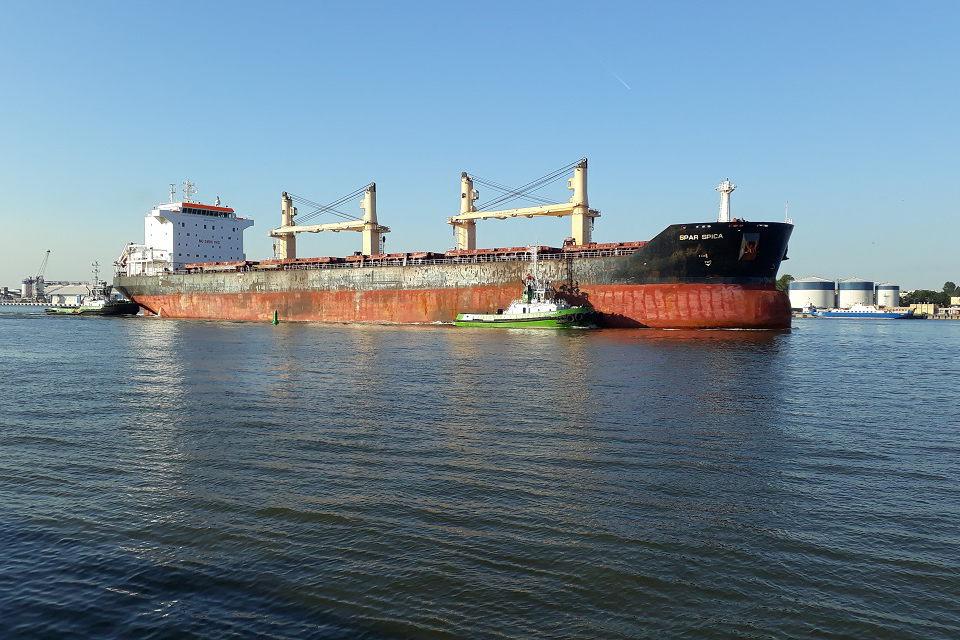 Diskusija oro taršos tema: laivas teršia panašiai kaip katilinė