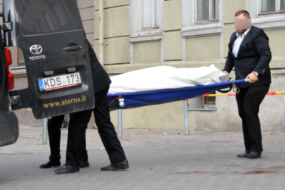 Vienas vyras nušautas, kitas mirė pirtyje