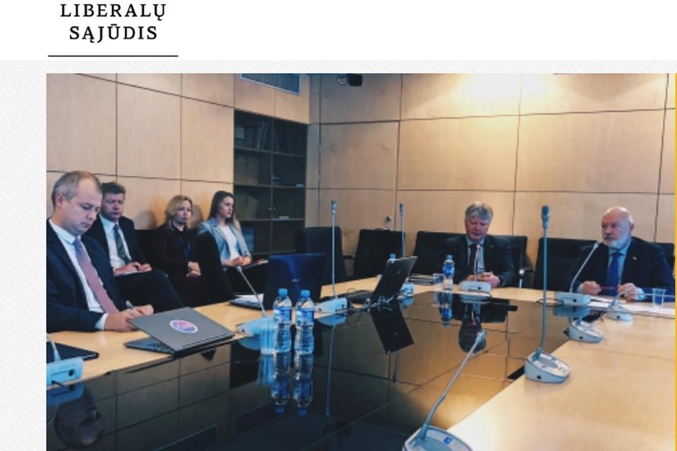 """Klaipėdiečiai parlamentarai """"prausė"""" ministrą"""