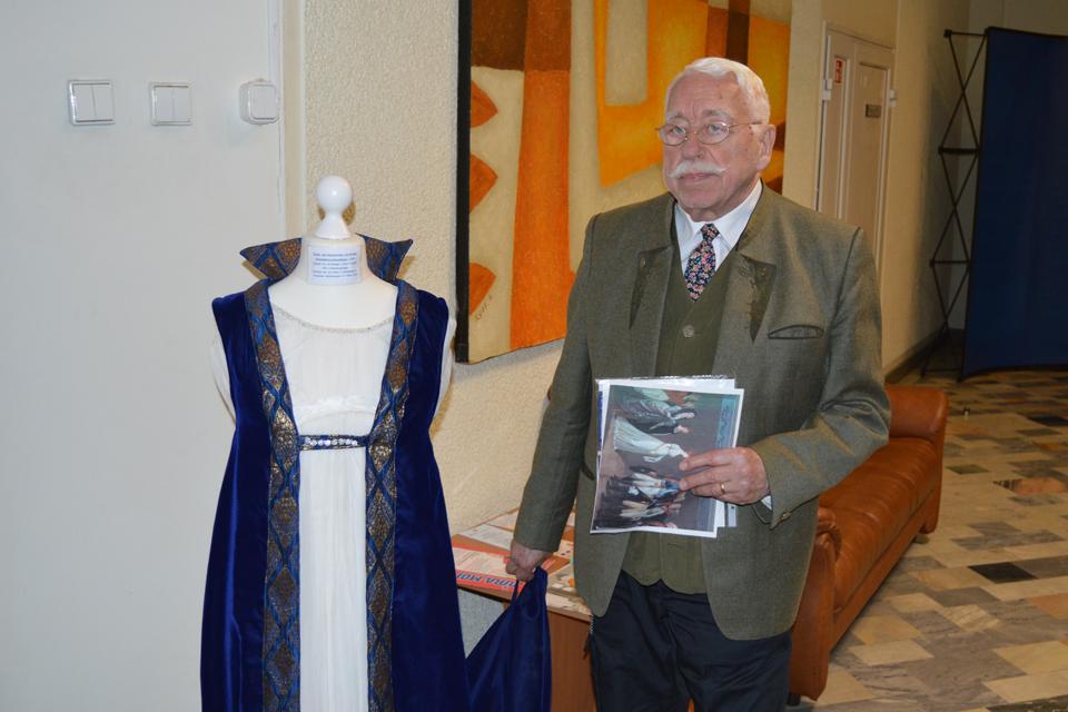 Padovanojo karalienės Luizės suknelės kopiją