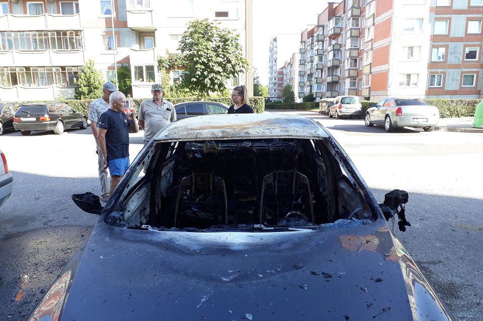 Suimtas Varpų g. automobilį padegęs 35 metų vyras