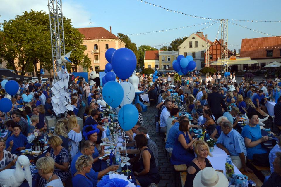 """Festivalį atidarė """"Mėlynoji vakarienė"""""""