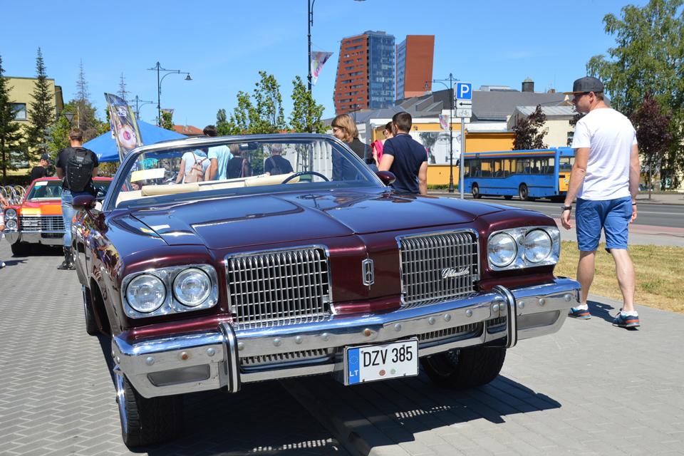 Senamiestį pagyvino automobilių paroda