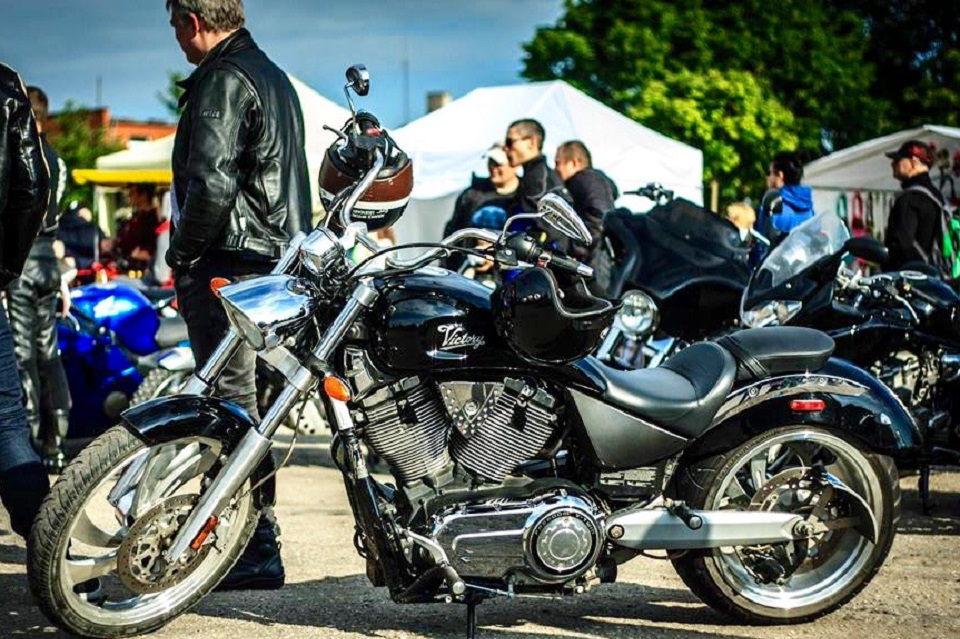 Melnragiškius išvargino motociklininkai