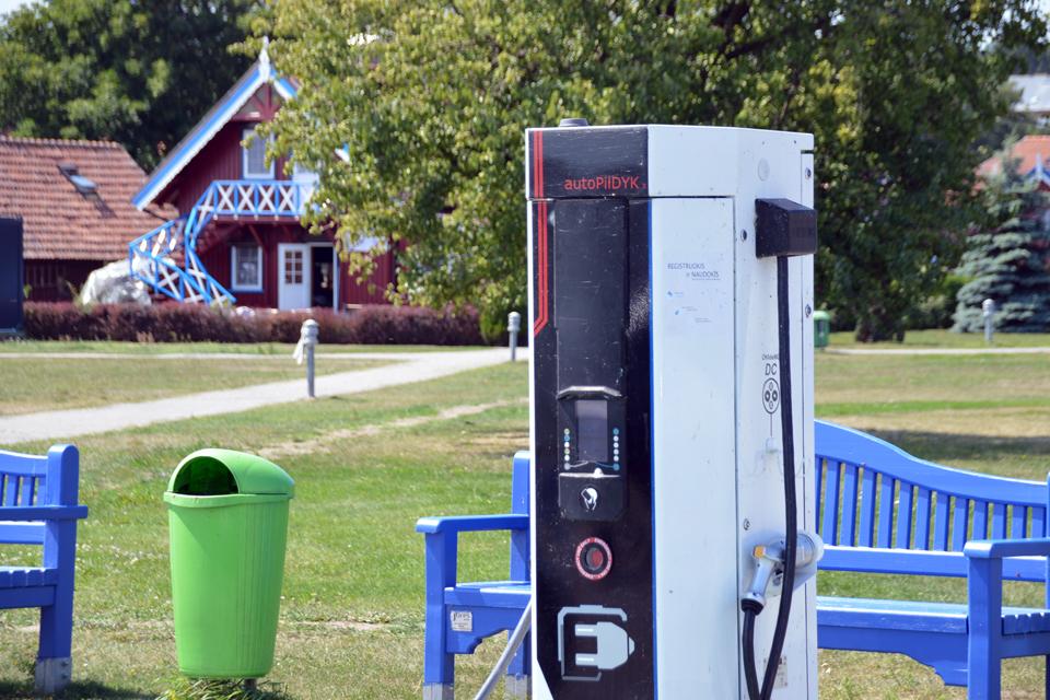 Neringoje įrengs dvi elektromobilių įkrovimo stoteles