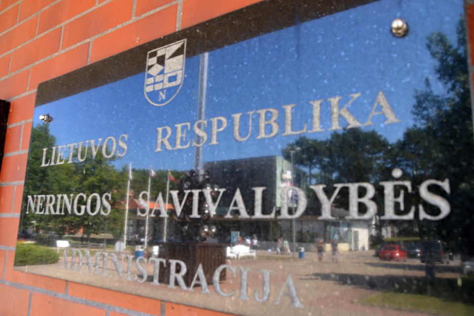 Teismas panaikino Neringos savivaldybės specialistei paskirtą nuobaudą