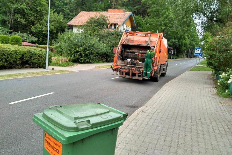 Verslas priešinasi savivaldybės bandymui grįžti į atliekų rinką