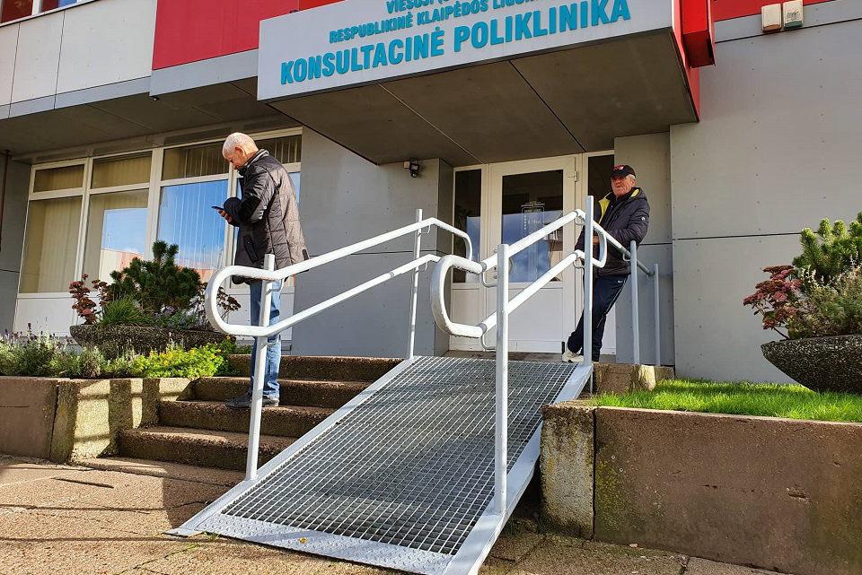 Prie poliklinikos – netinkama nuovaža neįgaliesiems?