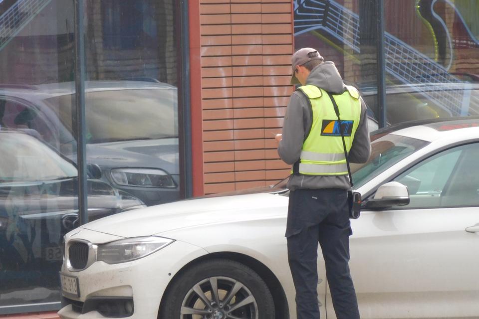 """Baudų už """"parkavimą"""" baudėjai nerenka"""