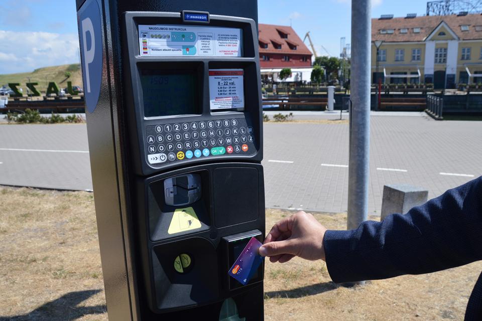 Dešimt parkomatų priims korteles
