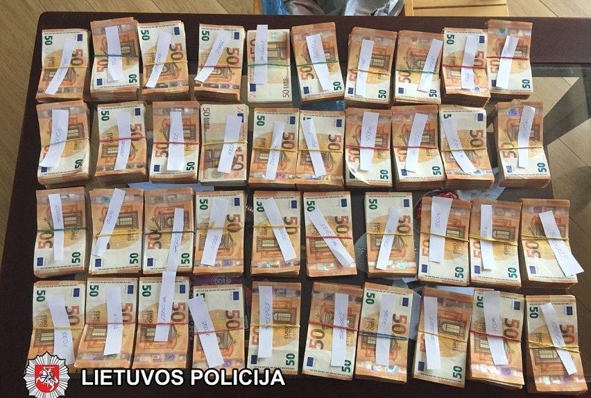 Suduotas smūgis nelegaliems lombardams: rasta 400 000 grynųjų