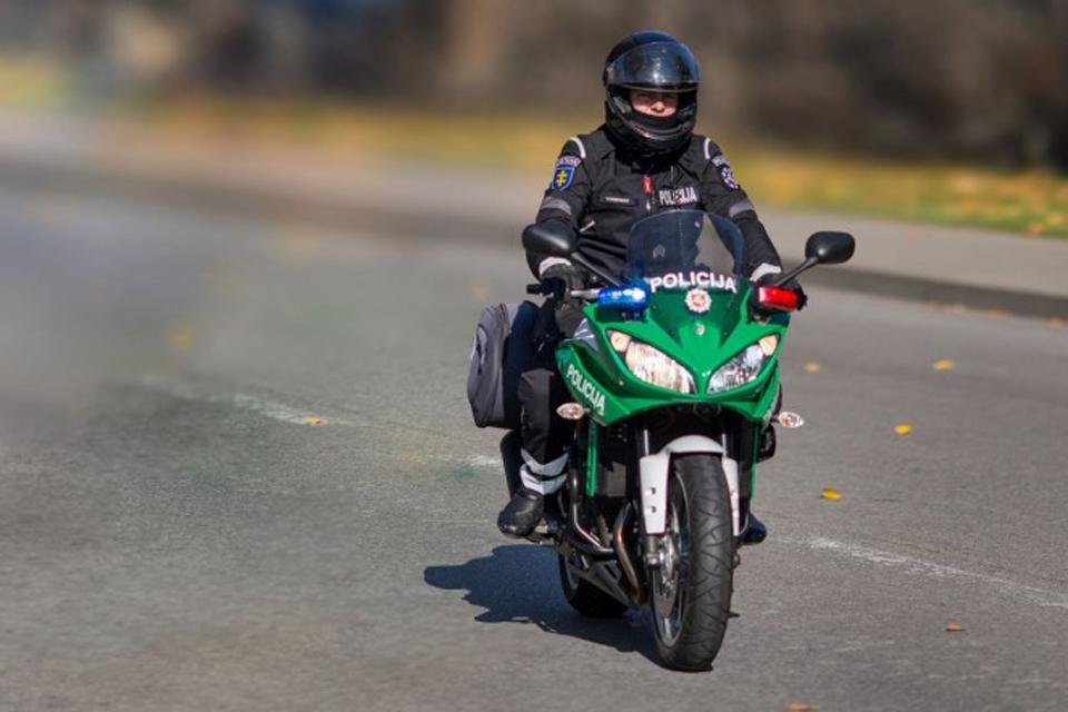 Keliuose – patruliai motociklininkai