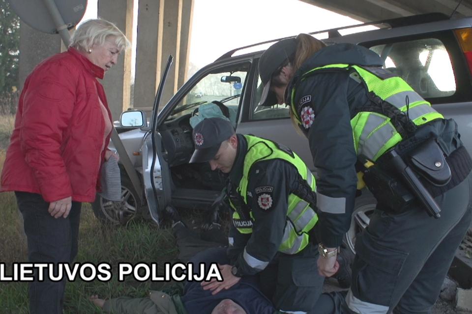 Policininkai išgelbėjo širdies smūgį patyrusį vyrą