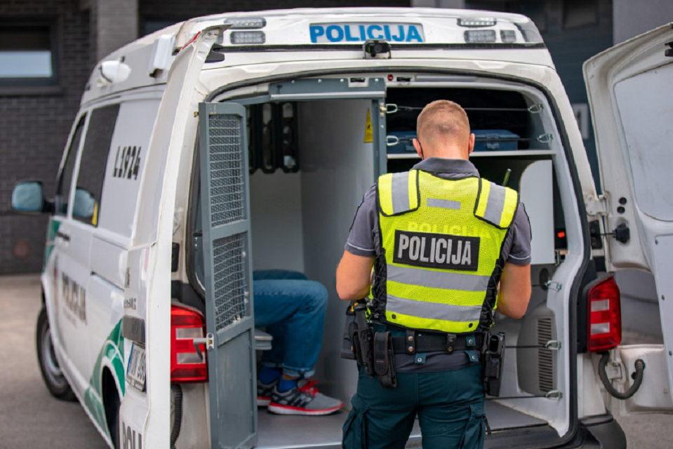 Sulaikė įtariamuosius butų vagystėmis ir plėšimu