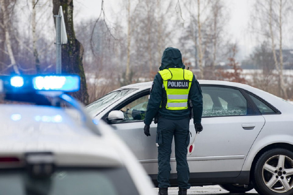 Šeši vyrai prie vairo sučiupti be teisių
