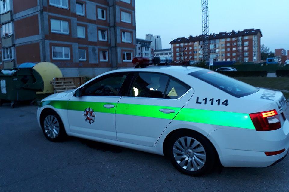 Suniokojo tarnybinį policijos automobilį