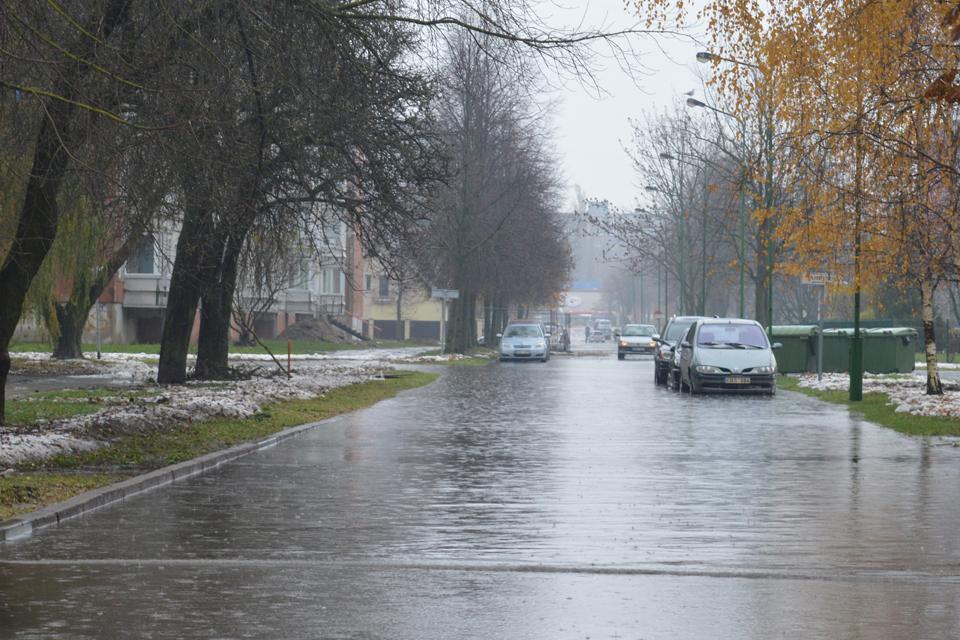 Nukentėjusiems nuo potvynio žada atlyginti žalą