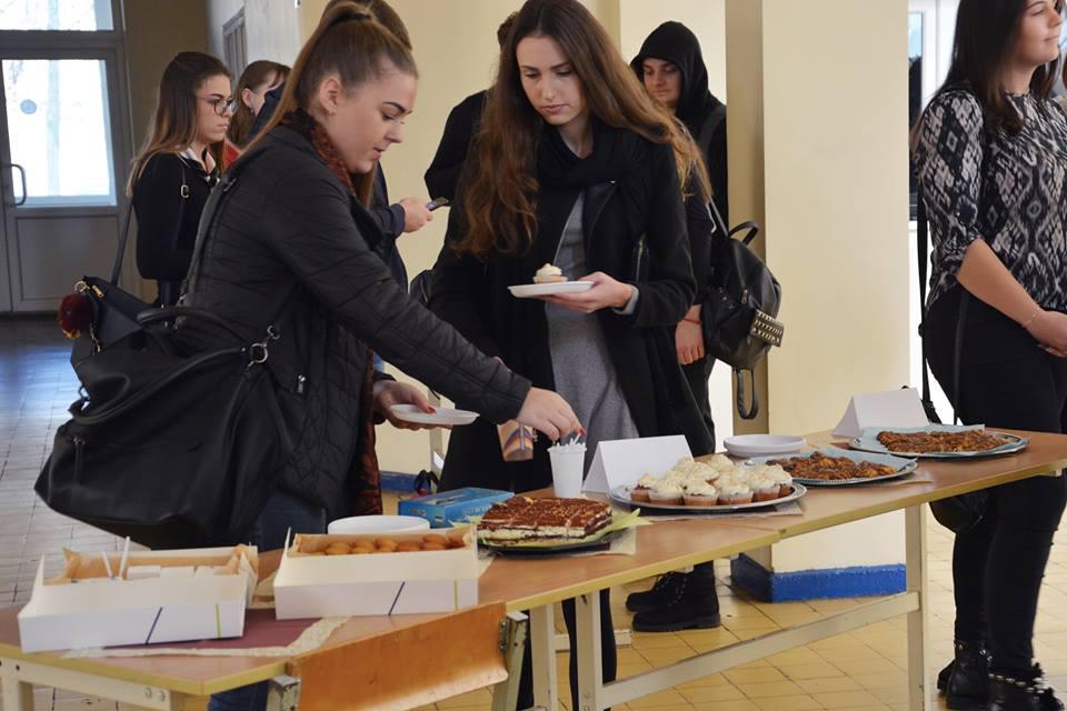 Kolegijoje – labdaringa Pyragų diena