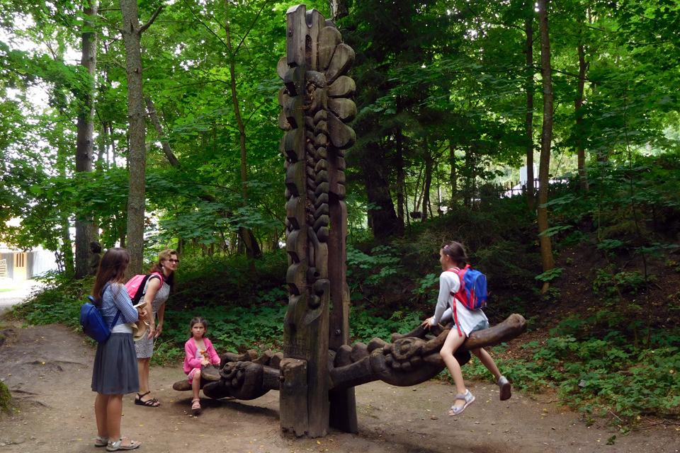 Atnaujins Raganų kalno skulptūras