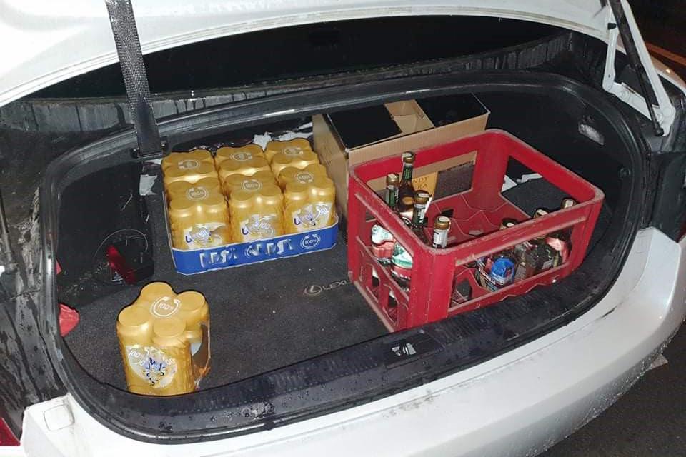 Nubaudė alkoholiu prekiavusius taksistus