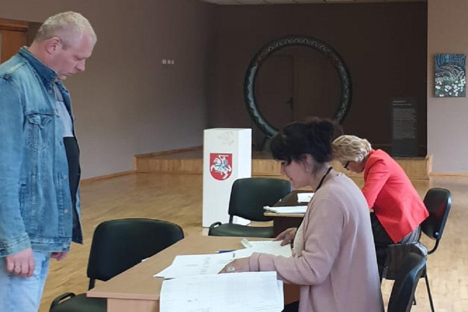 Balsavimas baigtas, skaičiuojami balsai