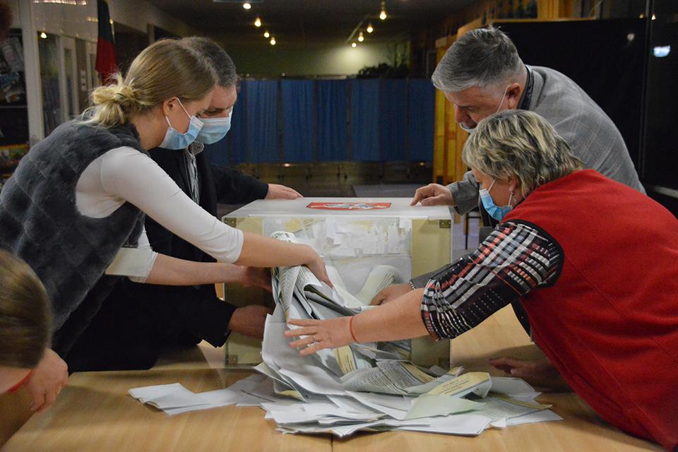 Выборы завершились: в Клайпеде начался подсчет голосов, есть первые результаты