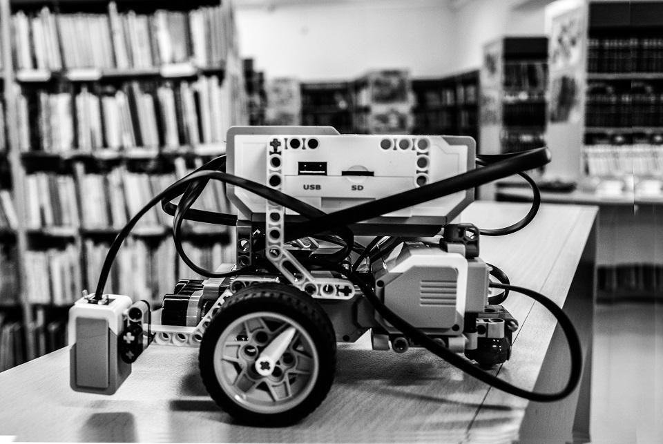 Mokytis robotikos – į biblioteką