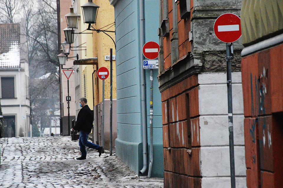 Klaipėdos senamiestyje – mažiau kelio ženklų