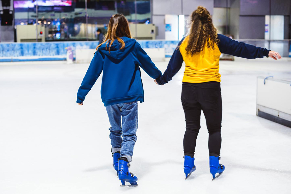 Sudarė galimybę nemokamai čiuožinėti ledo arenoje
