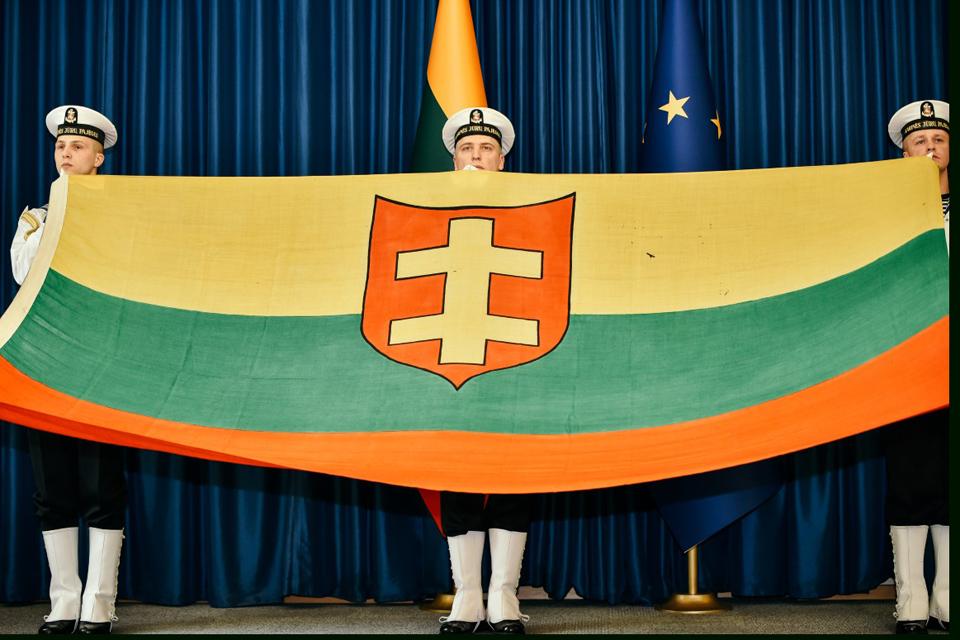 """Karo laivo """"Prezidentas Smetona"""" vėliava perduota Jūrų muziejui"""