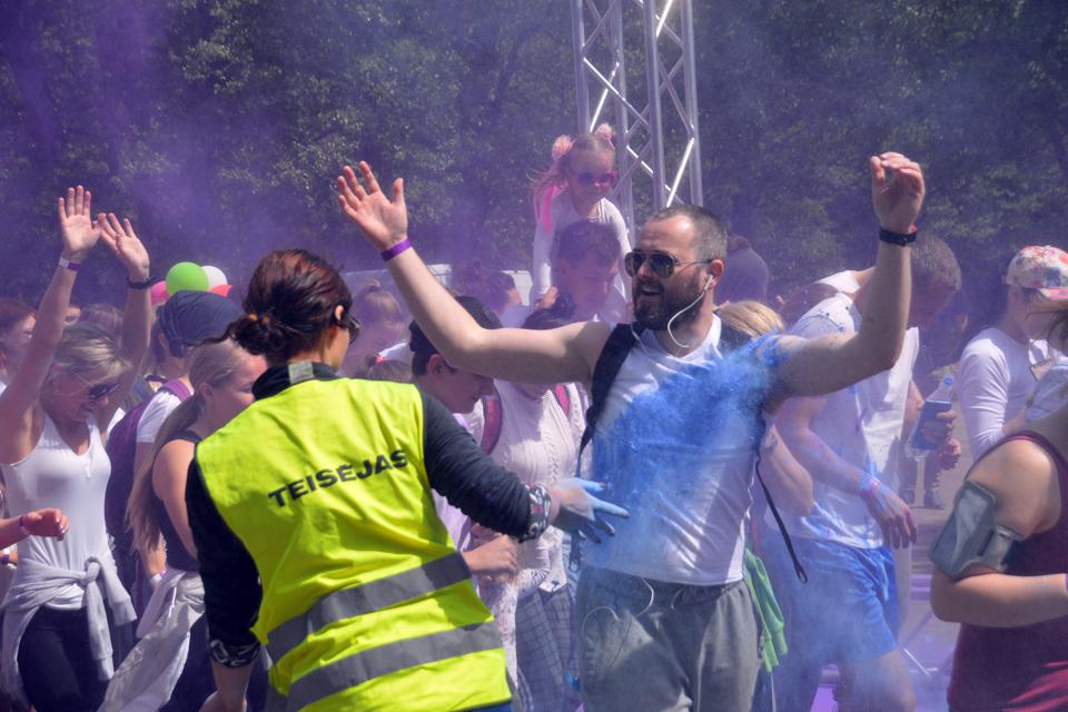 Surengė spalvotą bėgimą
