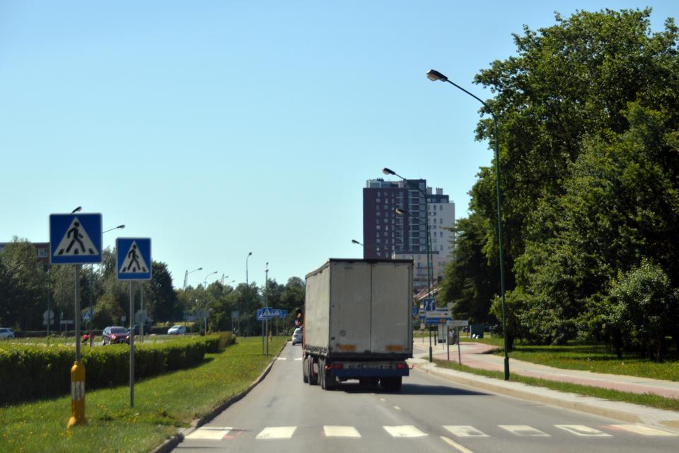 Statybininkų prospekte nebelieka krovininio transporto