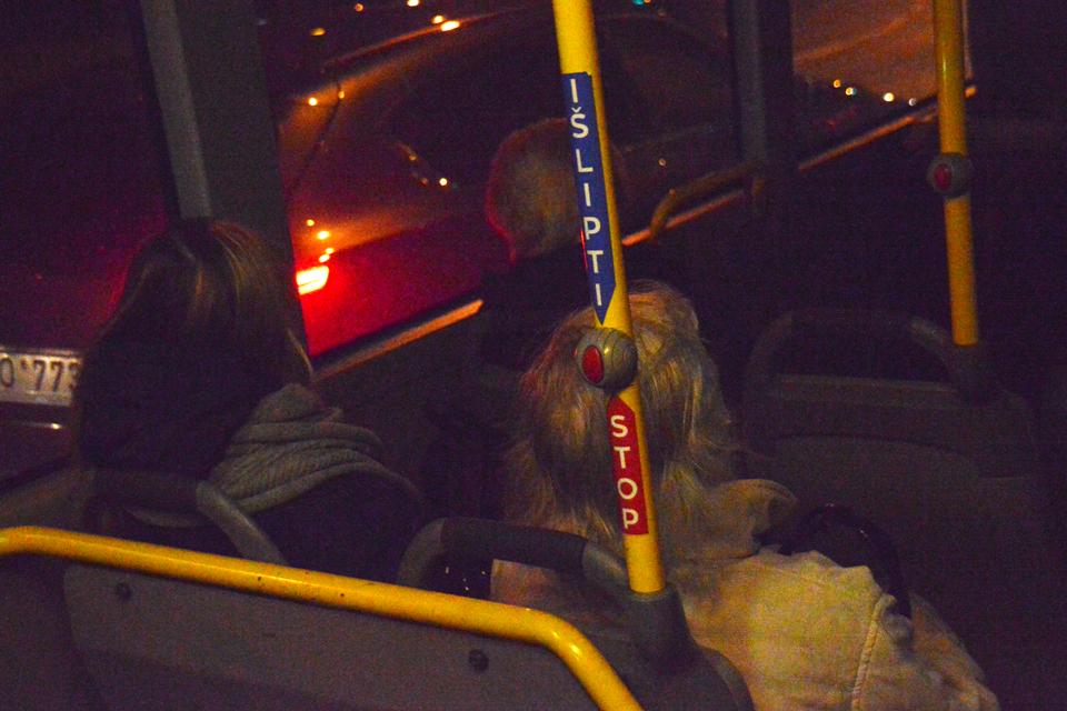"Autobusuose – vienodi ""Stop"" lipdukai"