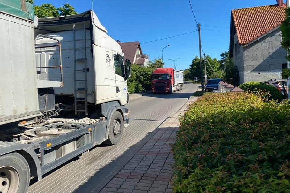 Melnragiškius nukamavo sunkvežimiai: pagalbos prašo ir ministrų