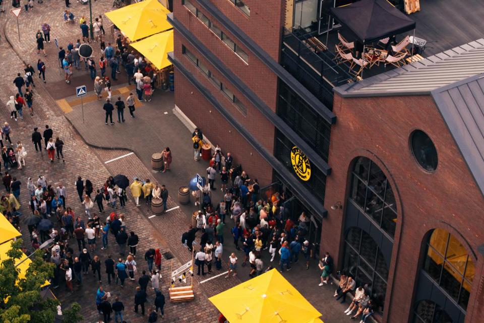 """""""Švyturys"""" kviečia palaikyti restoranų ir barų darbuotojus"""